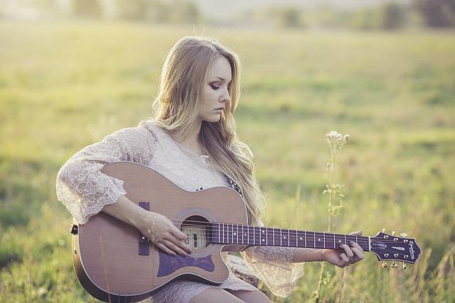 音楽好き女子と付き合うには?趣味で出会えるアプリで彼女づくりが最強